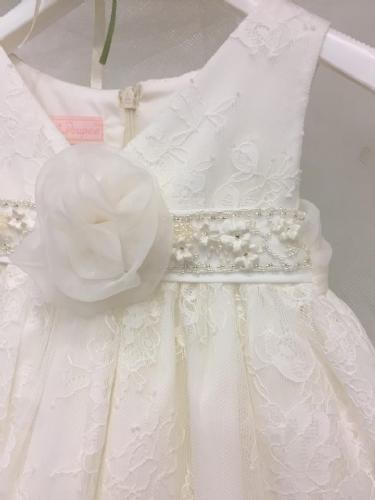 Δαντελένιο φόρεμα βαπτιστικό με λουλούδι στο κέντρο