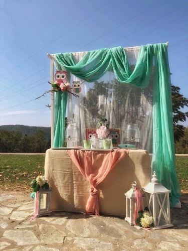 Bar με χυμούς και νερά τραπέζι για στολισμό εκκλησίας