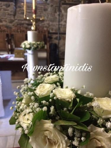 Λαμπάδες γάμου στολισμένες με φυσικό λουλούδι τριαντάφυλλο και γυψοφίλη