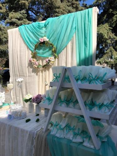 Μπομπονιέρα γάμου ιβουάρ με μέντα κορδέλα elegant και απλή