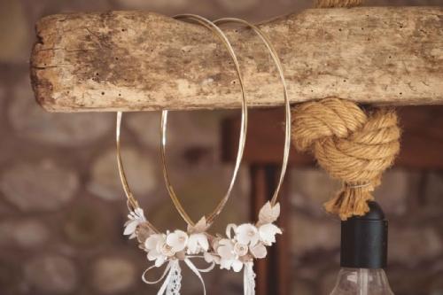 Στέφανα γάμου με διπλή βέργα ασημί και χρυσό και μεταξωτά λουλούδια