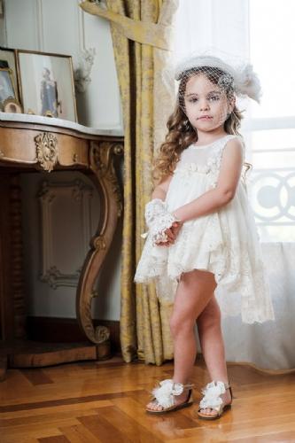 βαπτιστικά ρούχα για κορίτσι με δαντέλα ιβουάρ με δαντέλα στο τελείωμα