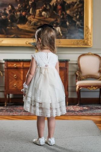 φόρεμα βάπτισης εκρού ιβουάρ λευκό off white με δαντέλα και άνοιγμα στη πλάτη