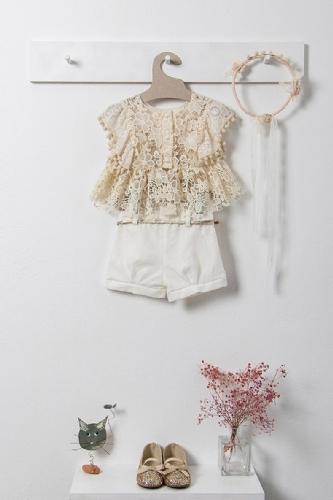 βαπτιστικά ρούχα για κορίτσι με σορτσάκι μπλούζα δαντέλα για να την πάτε στην εκκλησία