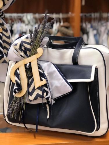 τσάντα βάπτισης βαλίτσα λευκό μπλε με λεβάντα με μονόγραμμα